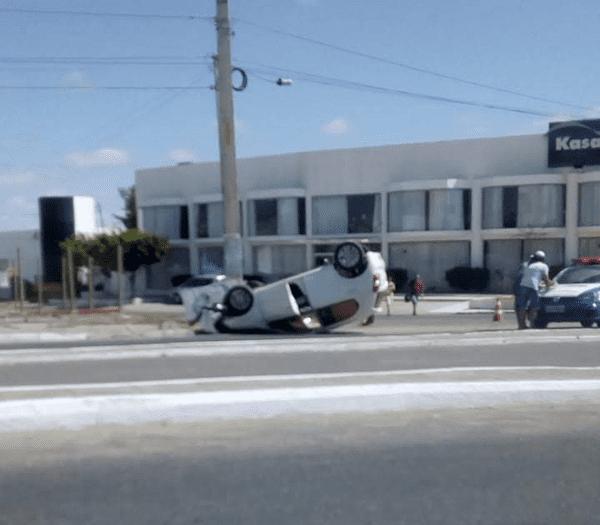 Mais um motorista perde controle e capota carro em avenida dePetrolina https://t.co/txxG7TZn3S https://t.co/XtviWkjq0u