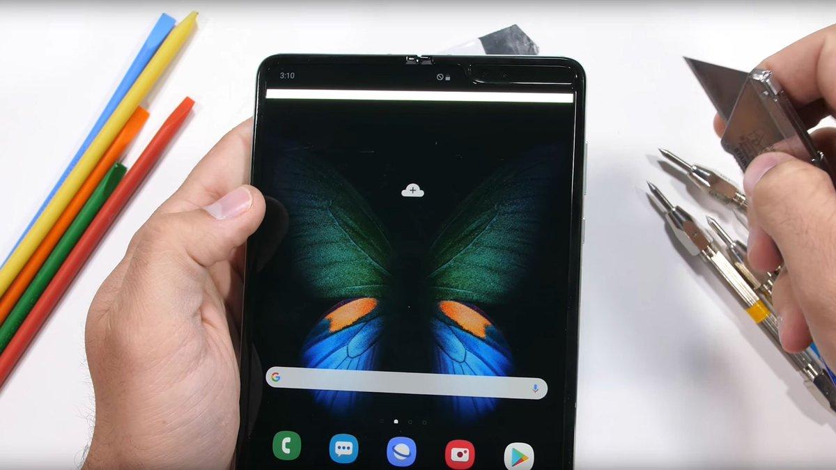 Watch the revamped Samsung Galaxy Fold buckle in a new stress test. trib.al/5WOfnnK