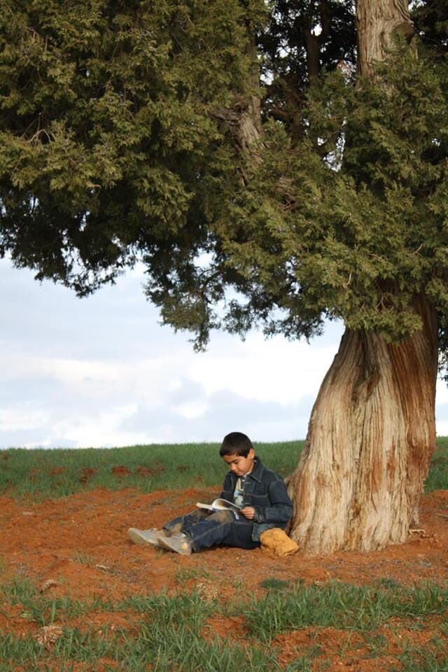 Unutma güzel çocuk, sırtını yaslayıp gölgesinden istifade ettiğin o kıymetli ağacın da, ilminden istifade ettiğin o kitabın da anası topraktır. Tıpkı senin hamurunun da toprak olduğu gibi... #Anadoluveinsan
