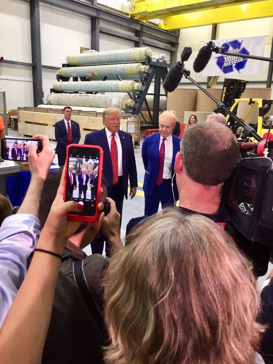 Donald Trump, opening Anthony Pratt's Ohio box factory #auspol <br>http://pic.twitter.com/UtBEsuEtl5
