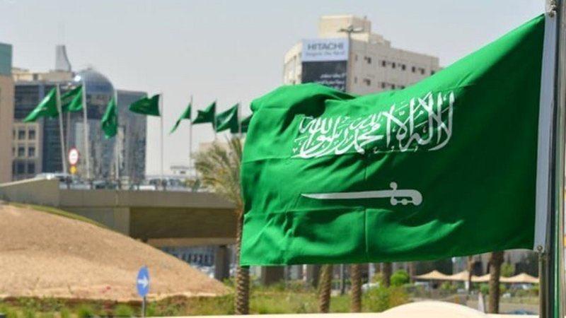 بالشهادتين والسيف العدل.. تعرَّف على قصة مراحل العَلَم السعودي الذي لا يُنكس.https://sabq.org/NwXjW2