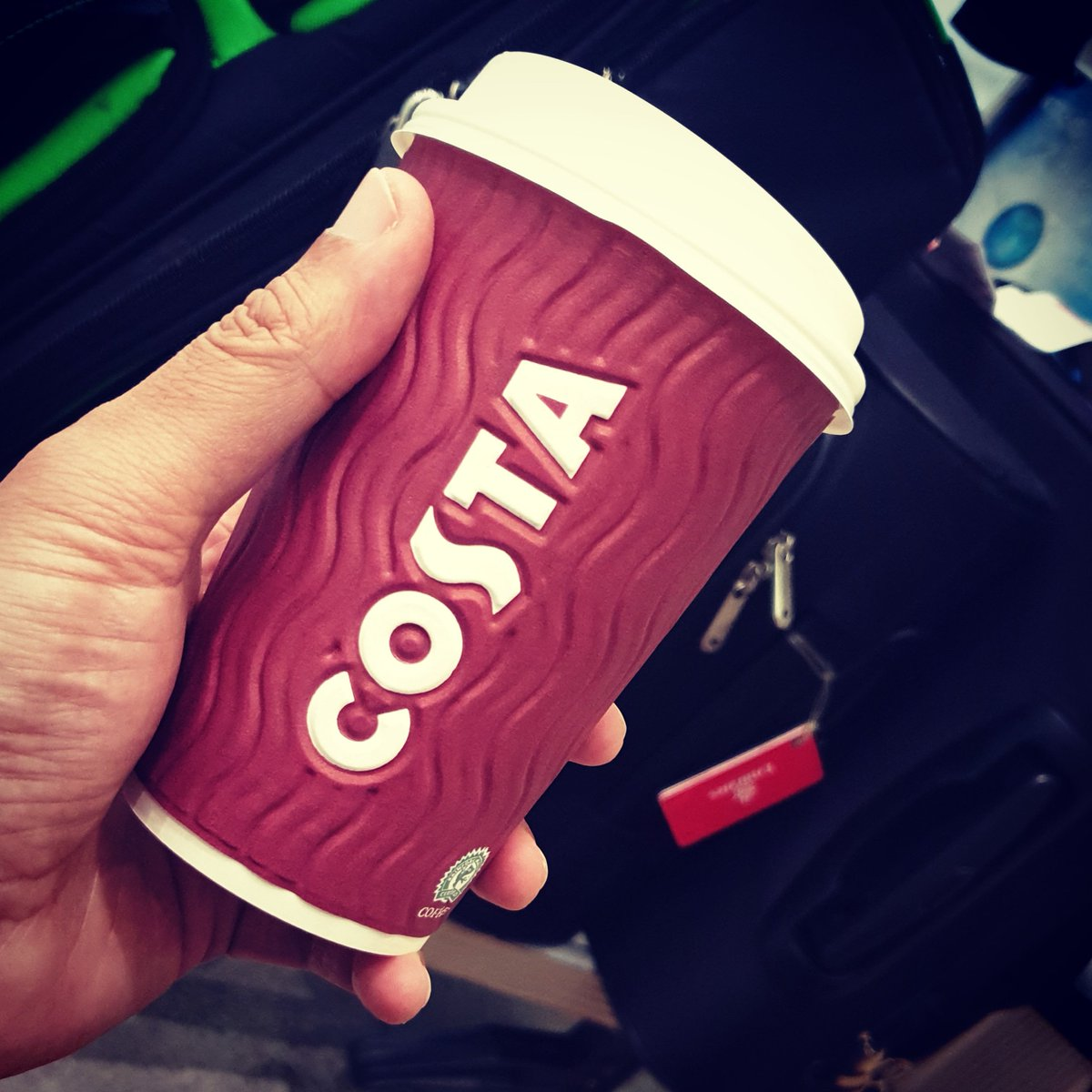 I've had some pretty shit coffee in my time but #costa you win 1st place for the most horrendous cup of hot flavoured milk pretending to be coffee ☕ @ Al Majlis VIP Lounge, Dubai Airports https://www.instagram.com/p/B2vYtyoJ6bi/?igshid=1xpkfj7wwtfcv… pic.twitter.com/1Kl3Ev0341