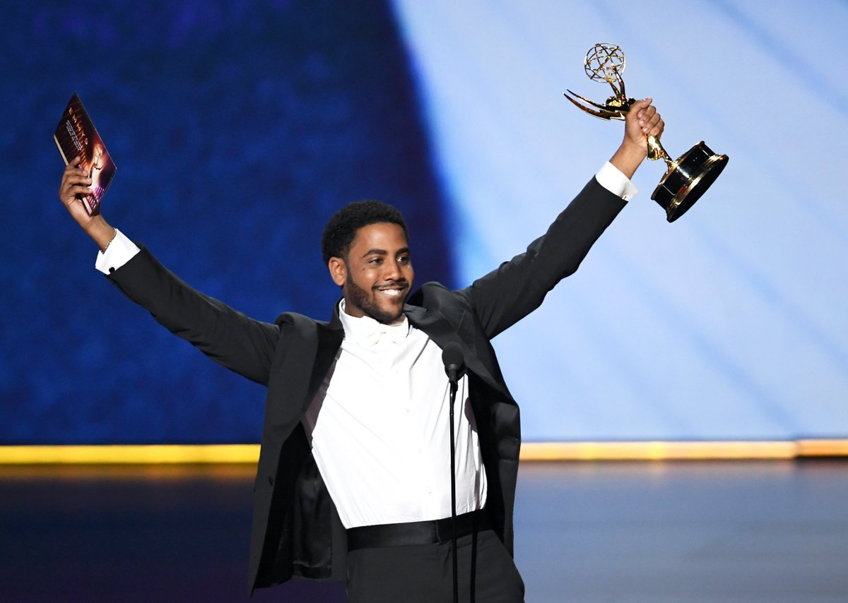 Dominican-American actor @JharrelJerome just became the first Afro-Latino to win an acting award at the #Emmys 🇩🇴