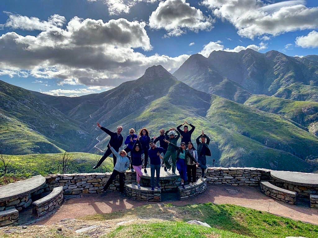 Happy Monday!!!! We are on our way for this week's #gardenroute #adventure with good vibes & sunshine! #southafrica #travel #stillstomping #explore #passionateabouttravel #travelgram #tourwithus #roadtrip #crewlove #siteseeing #lovesa #grouptour #smallgrouptravel #loveadventure