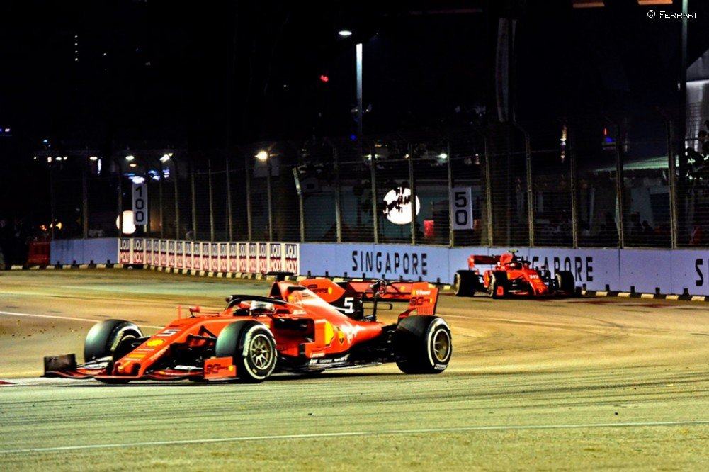 Binotto revela que pensaron en intercambiar posiciones en @F1NightRace - https://bit.ly/2m8WDvf #F1 #SingaporeGP #Ferrari #Vettel #Leclerc #SingaporeGP