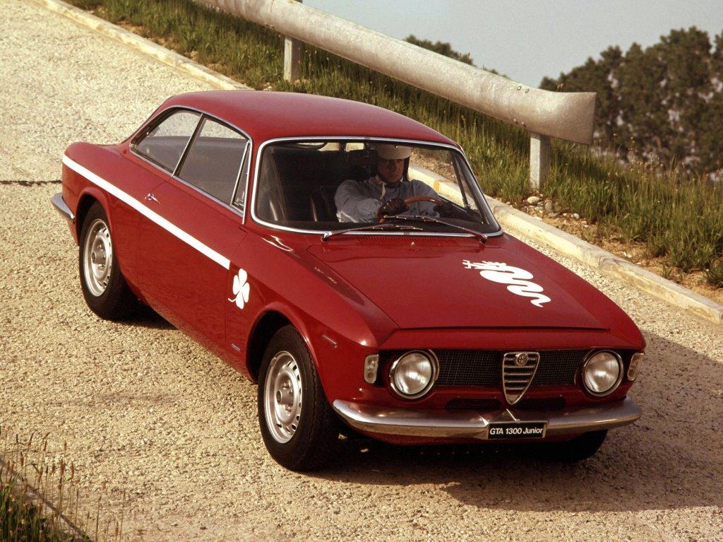 Good Morning ☀️With... (1968-1972) Alfa Romeo 1300 Junior😍.. GTA 💕  #GoodMorning #MorningMonday #AlfaRomeo