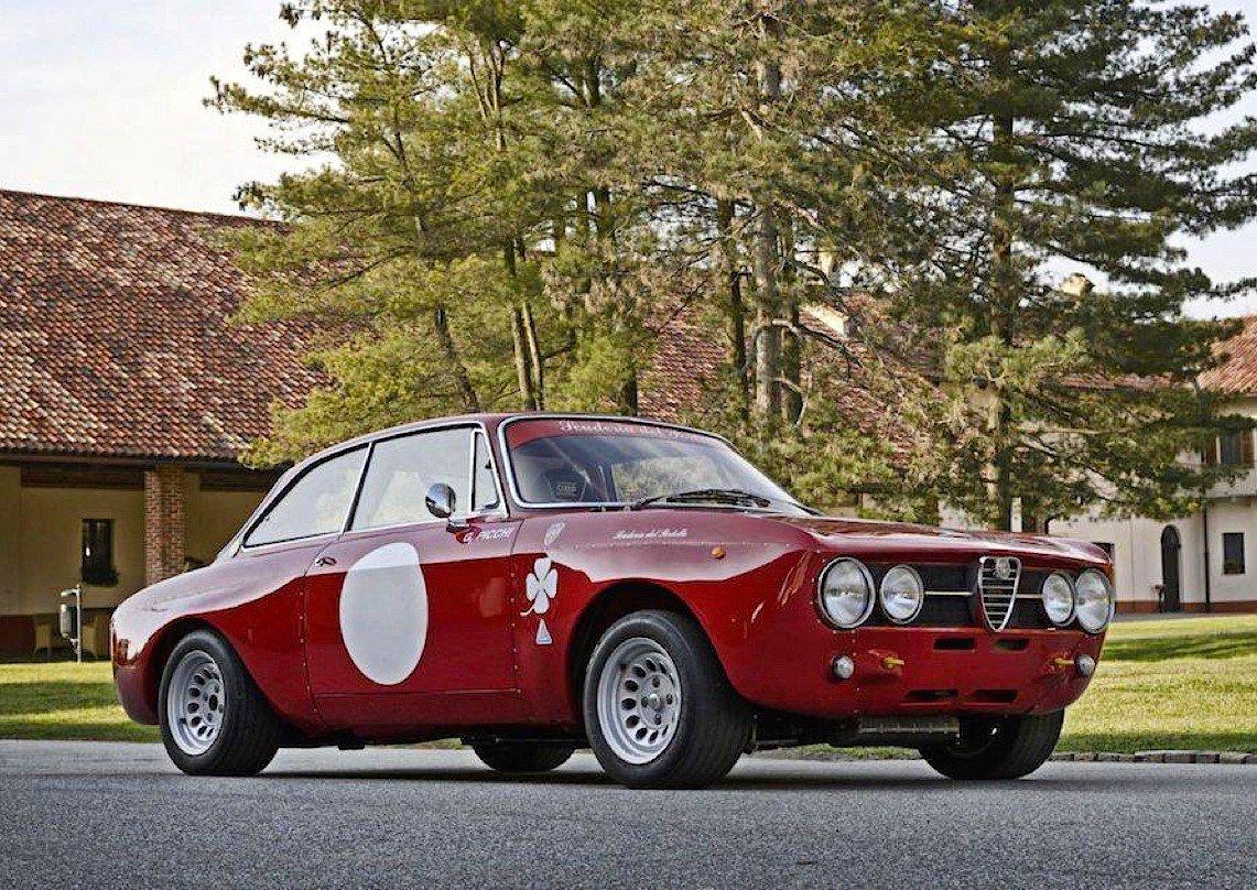 😎🌞🍀🇮🇹 Bom dia e boa semana para tod@s! Alfa Romeo 2000 GTAm (1967) https://www.instagram.com/p/B2vv80onr5v/ #AlfaRomeo #Biscione #LifeIsBetterWithAlfaRomeo #RMLC63 #CuoreSportivo #LaMeccanicaDelleEmozioni #AlfaRomeoGT  #ItalianCars #ItalianPassion #alfafanclub #alfistifanclub #quadrifoglio
