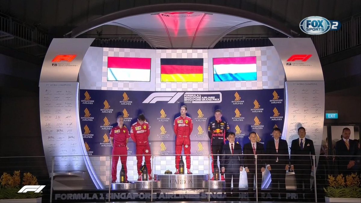 Un podio sin #Hamilton es siempre un hermoso podio. #Vettel #Leclerc #Verstappen #F1 #F1xFOX #F1DriveroftheDay #GPSingapur #SingapurGP #GPSingapur2019 #MovistarPlay #MovistarPlayPeru