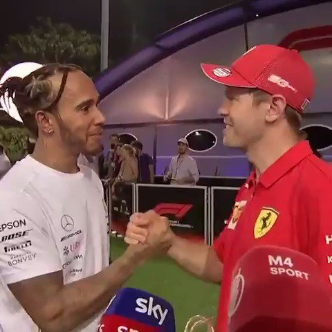 "When LewisHamilton drops by to say ""great job"" 😍🤝  🎥 = SkySportsF1   #F1 #SingaporeGP"