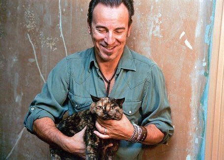 Happy 70th Birthday to the Boss, Bruce Springsteen! Here he is with a kitty.