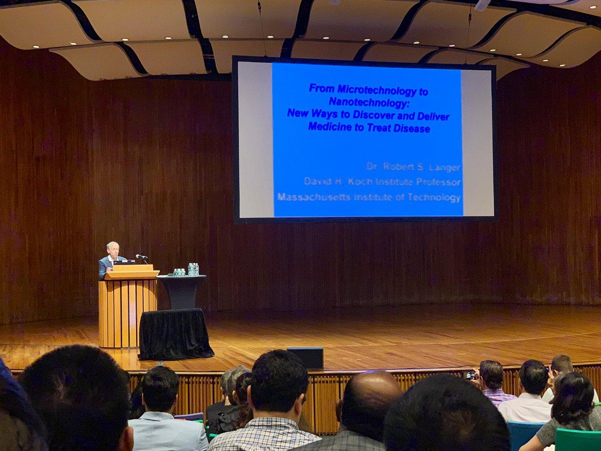Prof. Bob Langer kicks off day 2 of #NanoDDS2019! #LangerLab @MIT<br>http://pic.twitter.com/RunfYWkFoD – à MIT Kresge Auditorium (Building W16)
