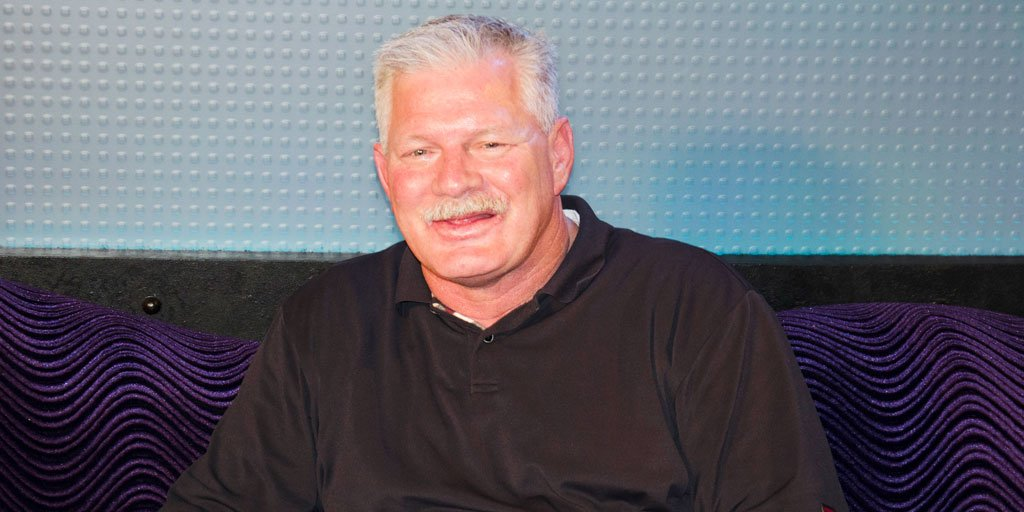 .@LennyDykstra is live on the air announcing he's pulling out of his fight with #BagelBossGuy. Tune into #Howard100 to hear why.<br>http://pic.twitter.com/1gzzijIRNG
