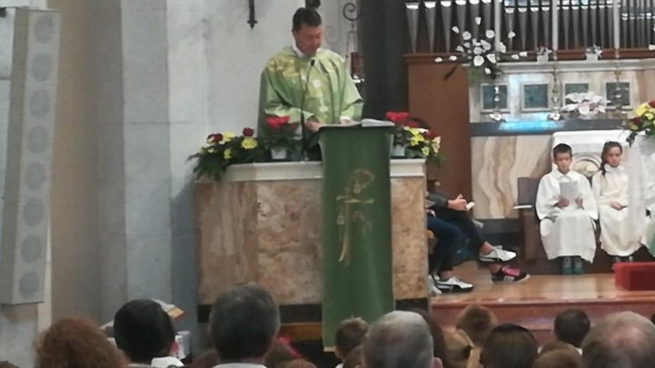 Chiesa arcipretale gremita per il saluto di don Ce...