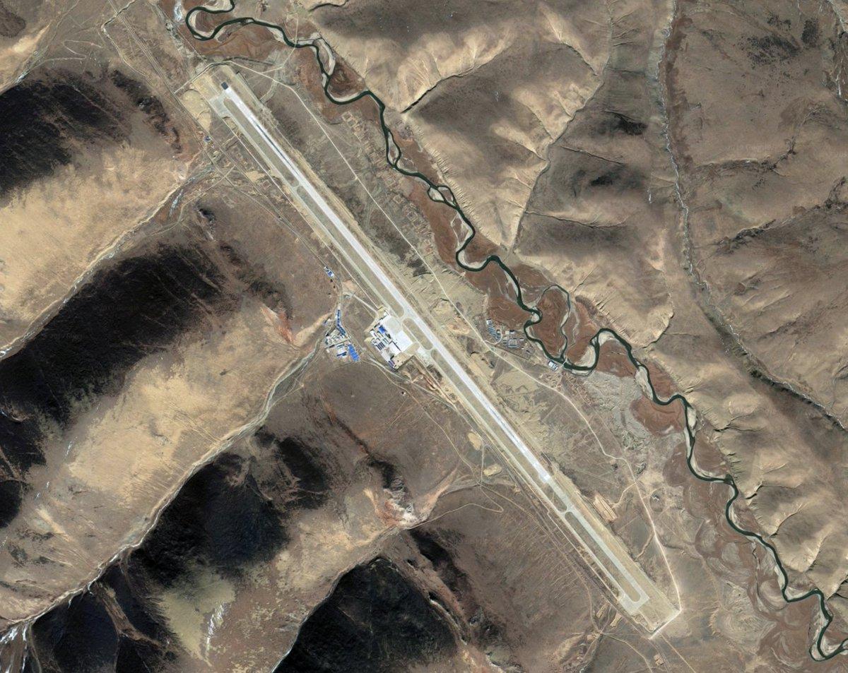 Extra-long runway at Qamdo Airport