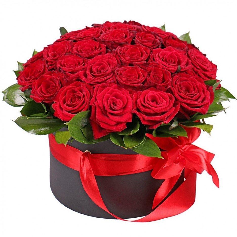 Открытка с букетом красных роз на день рождения
