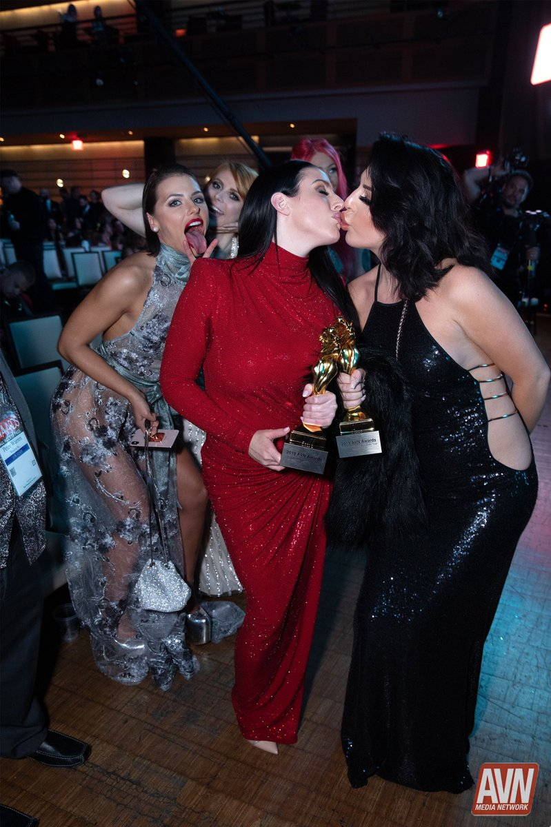 You never know what is happening behind the scenes at the @avnawards until you do.