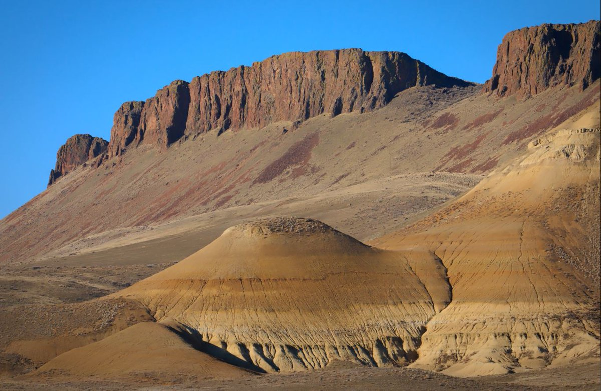 Out-of-this-world scenes near Succor Creek and Leslie Gulch in eastern Oregon – photo: Dan Cook on.doi.gov/2QuCpY6