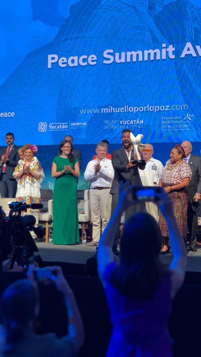 Gran experiencia participar con @yucatanmeetings en un evento de talla internacional, como lo es la Cumbre Mundial de los Premios Nobel de la Paz. #mihuellaporlapaz #befunkyco https://t.co/kIIoTUpLmO