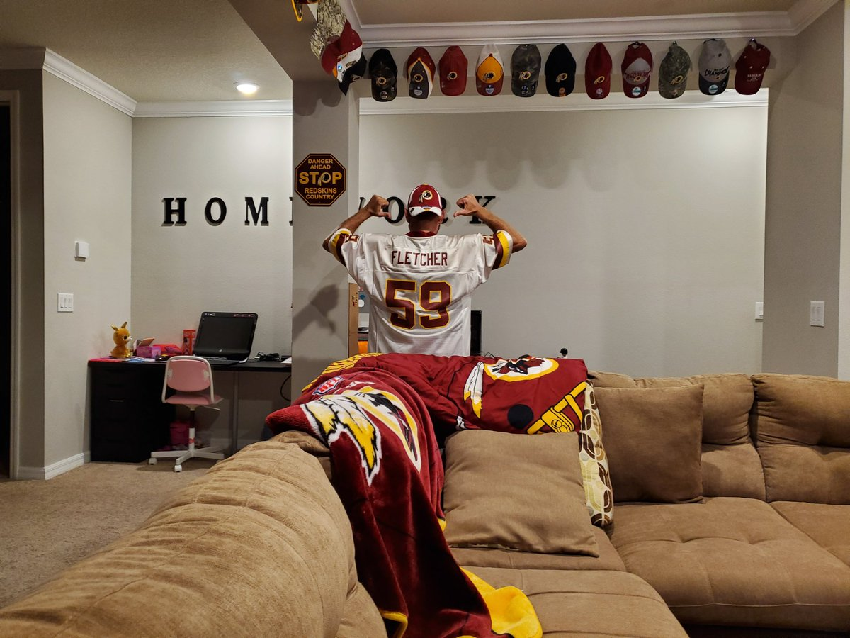 Magnificent Washington Redskins On Twitter Special Guest Lfletcher59 Creativecarmelina Interior Chair Design Creativecarmelinacom