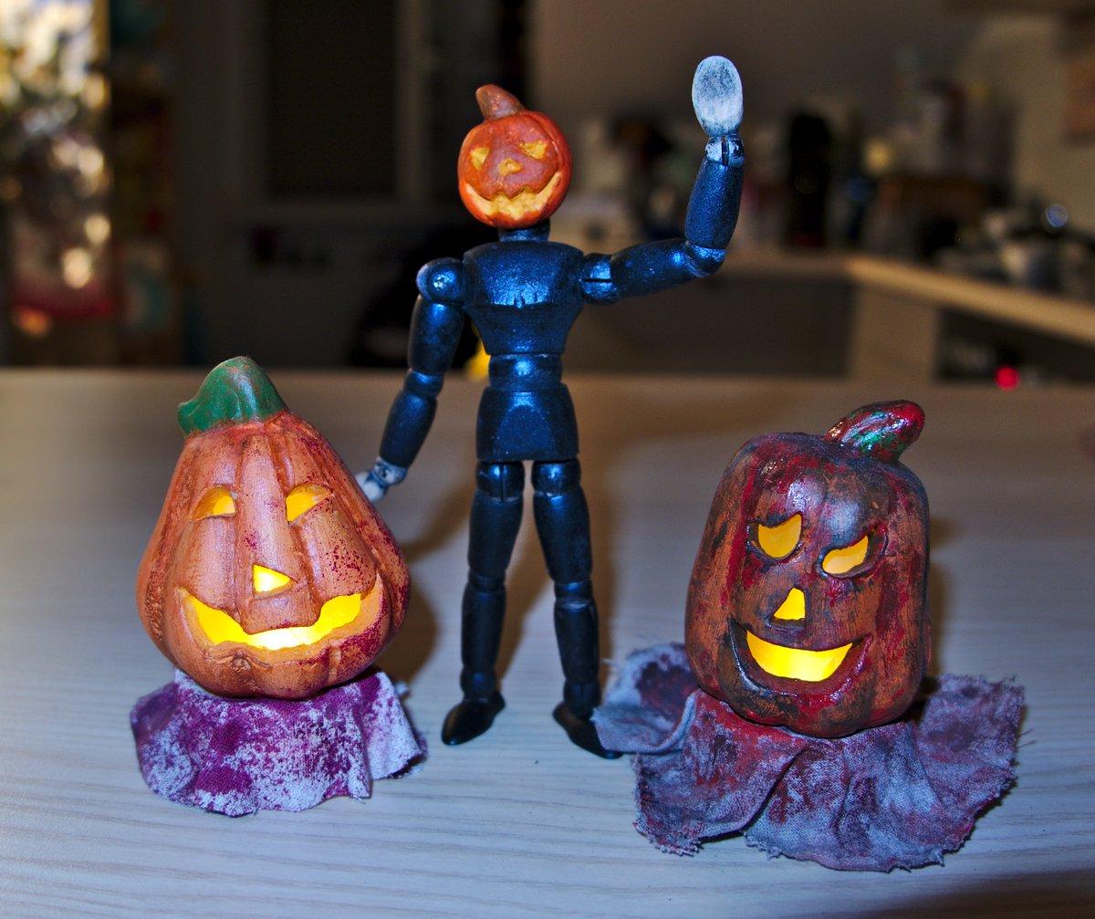 KXVO Pumpkin man mini doll/ mannequin inspired by @mattgeiler 's amazing improvised Pumpkin man dance 🎃👌  #halloween #spooky #pumpkin https://t.co/QFb1i6qeL7