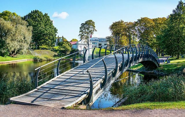 We are visiting relatives in Pärnu and took the chance to wander the byways. This lovely bridge set in a local park overlooks the medieval Tallinn Gate which guarded the road to Tallinn. . . . #pärnu #parnuestonia #eesti #loveestonia #closerelatives #lif… ift.tt/2lgztD9