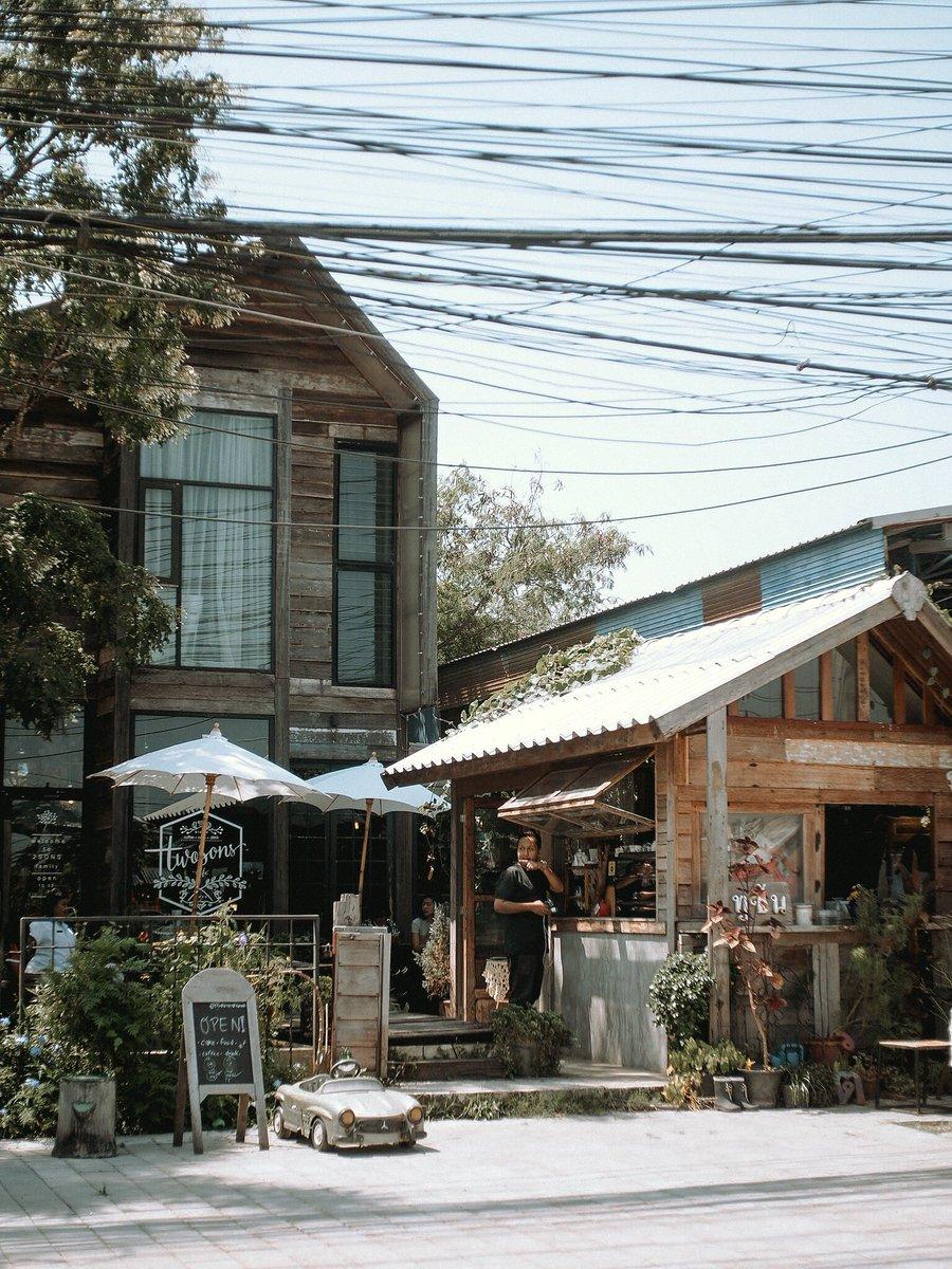 ของดีใกล้บ้าน ถูกดี เค้กอร่อย จนเพื่อนต้องซื้อกลับบ้าน ลูกชายเจ้าของร้านน่ารัก.. #Twosonscafe #ทูซันคาเฟ่ #รีวิวอุดร #cafeudonthani pic.twitter.com/PQqz6stNpK