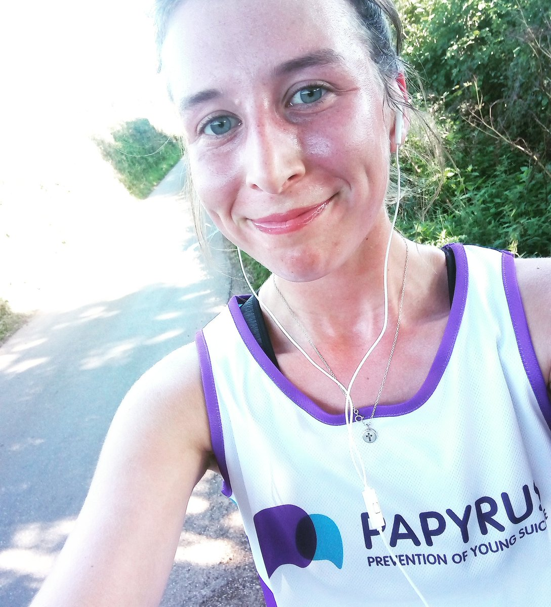 Last few days before taking on @aweventsteam Mumbles half ironman on Saturday ! Raising money for @PAPYRUS_tweets saving young lives! Fundraising link here justgiving.com/fundraising/em…