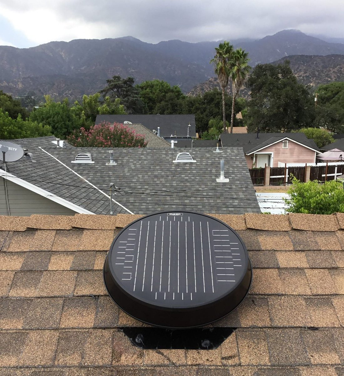 Even gloomy mornings can't compete with our most powerful #SolarAtticFan   Keep moisture and stagnant air out of your attic space before fall is in full swing! Learn more: https://buff.ly/2Ik1IIT  #SolatubeHome #AtticFans #Fall #HomeImprovement #Energy #HomeUpgradepic.twitter.com/xV7uj0aOW8