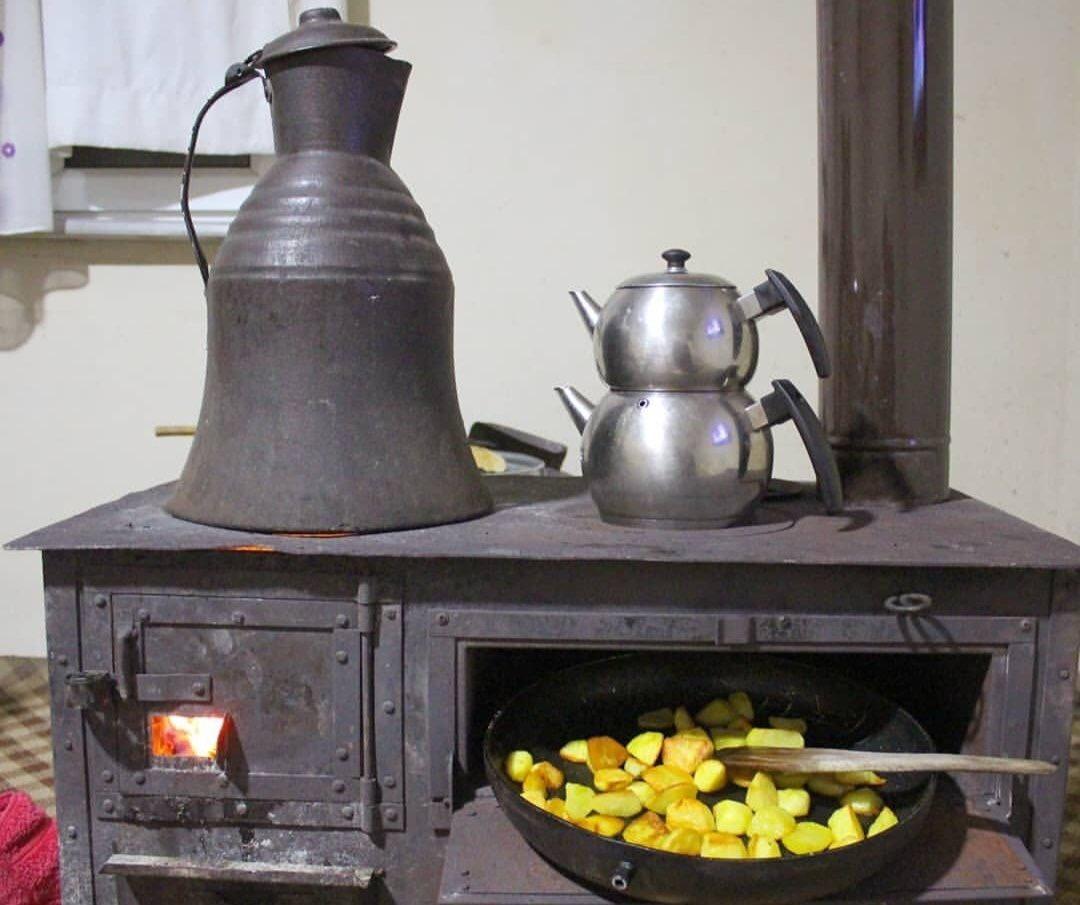 Ne kavga, ne gürültü, ne de stres... Yanan odun sesi, patates kokusu ve fokurdayan çaydanlığın sesi... #anadoluveinsan