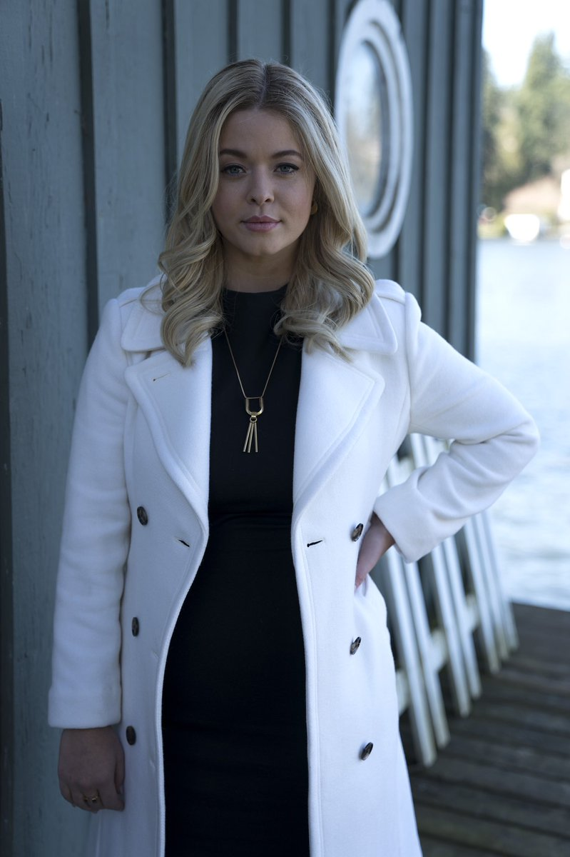 10/10 would probably sign up for Professor DiLaurentis' class on how to fake your death. 👩🏫 #PLLThePerfectionists https://t.co/nixqNkLH0Q