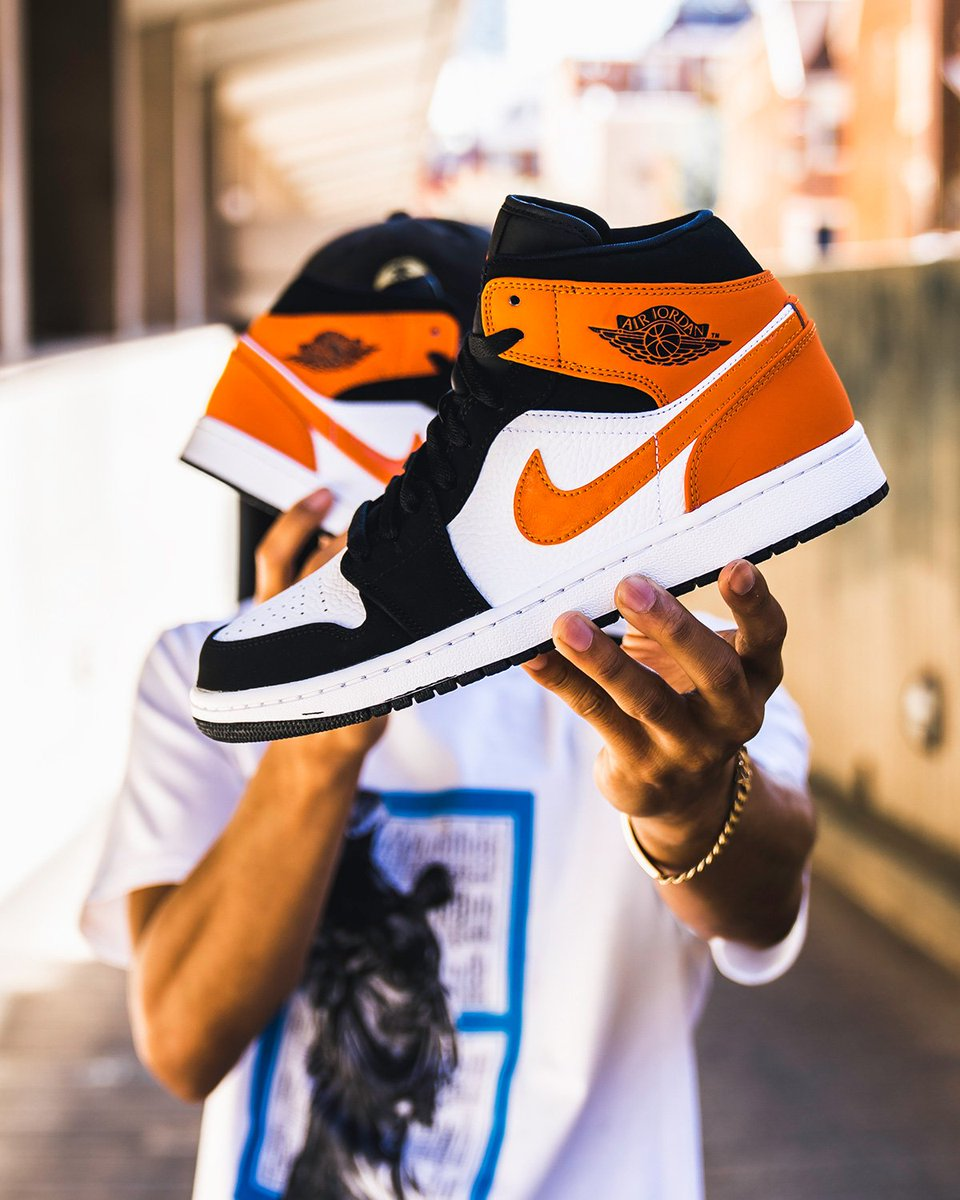 air jordan 1 mid orange snipes