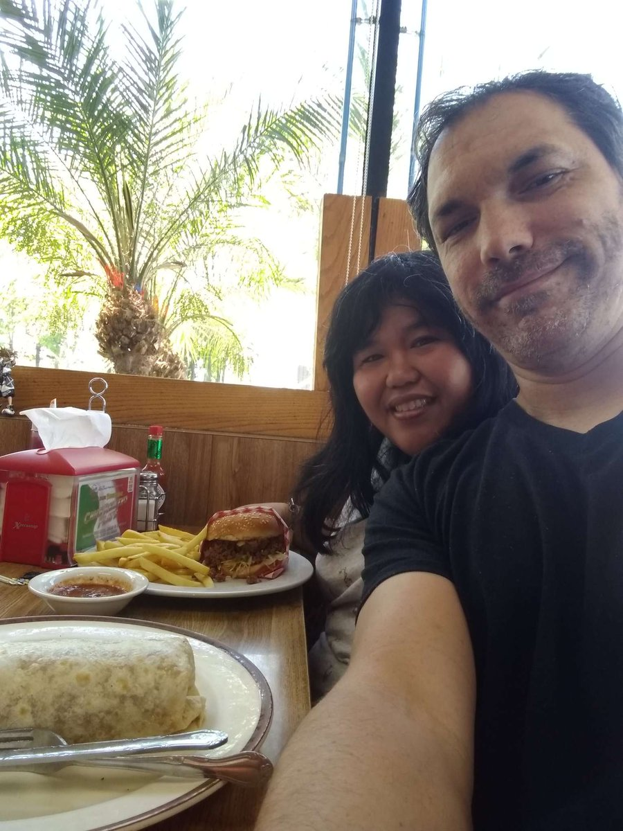 When you love #tacos 🌮 but are in the mood for a #burger,🍔 you go to a #LocalFavorite spot that serves a Taco Burger! #ProblemSolved #Fusion 🈴Fantastic Cafe in East #LongBeach  🏖️ #FrenchFries 🍟 #Burrito 🌯 #Lunch #LetsEat 😋
