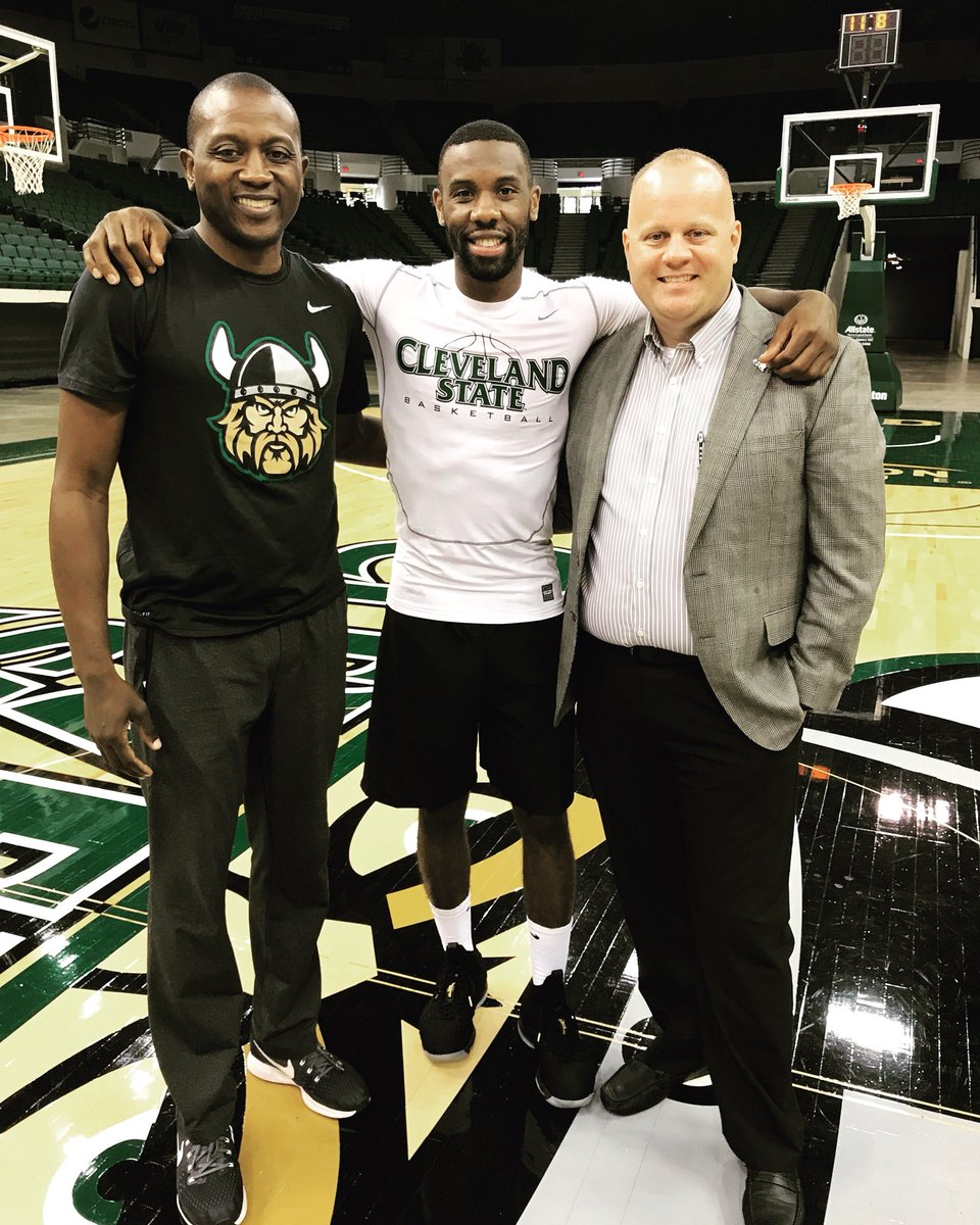 Former NBA standout and CSU grad @pg30_Cole dropped in to practice with the Vikings! Give a 👍to Norris, Head Men's Coach @coachdgates and Athletic Director @scottmgarrett