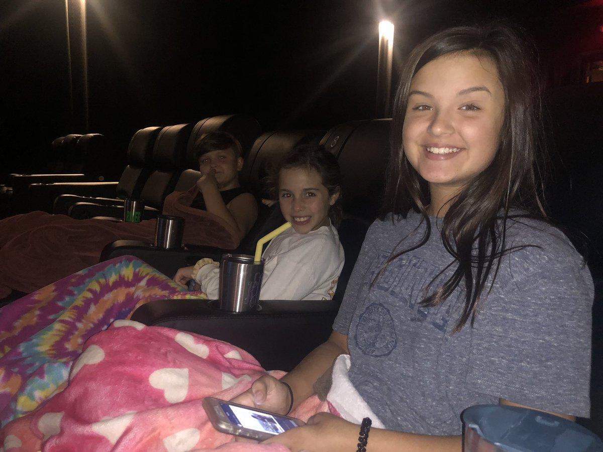 IT 2 on a school night.  #moviefamily #stephenking #ready #mybabiespic.twitter.com/SQB7YJC8fW