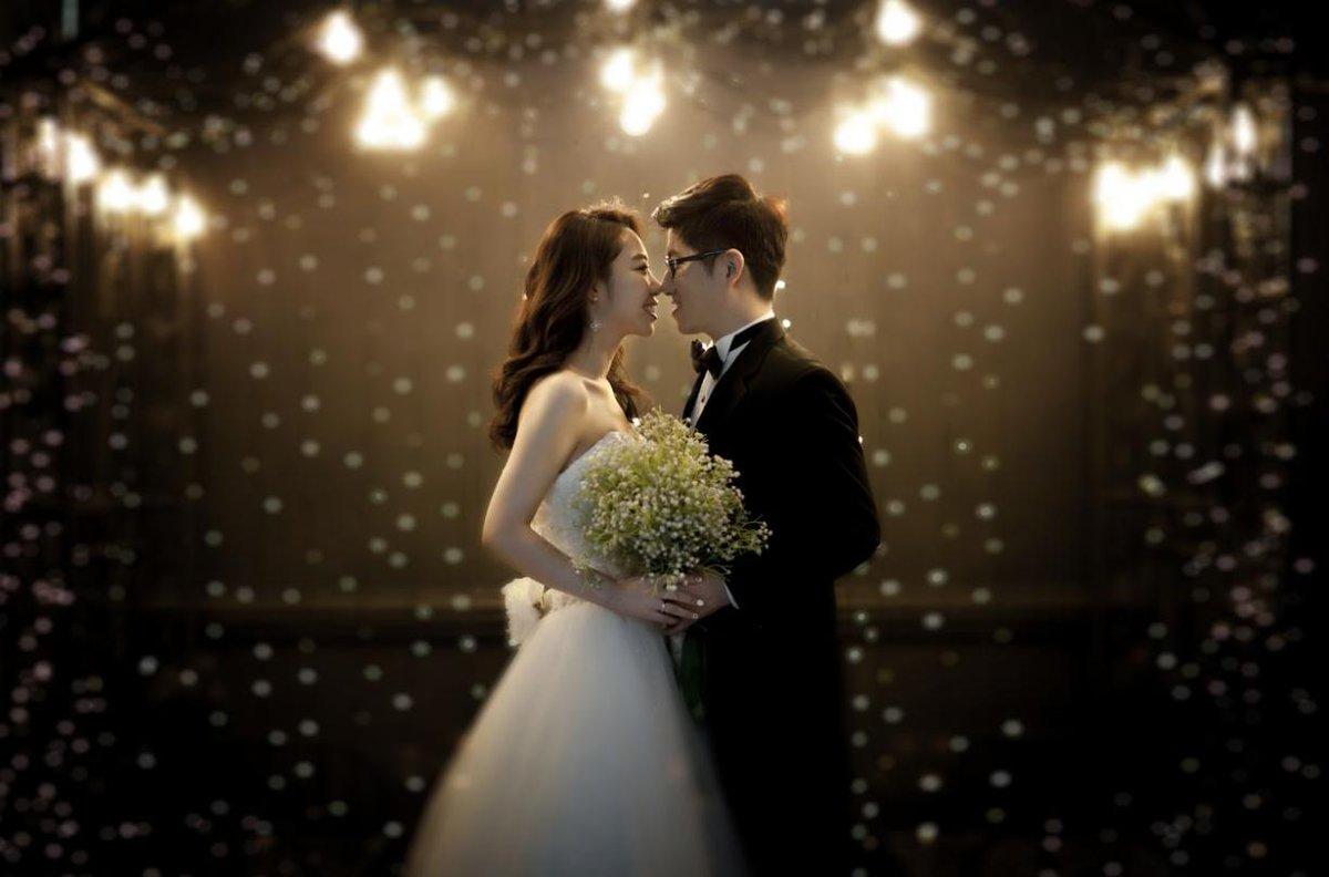 《 #韓国ウェディングフォト 》  なぜ多くの人が #韓国 で撮影するのか それは韓国ドラマや韓国人を見れば分かるように、韓国は恥ずかしがらずに、幻想や夢を形にするからだと思います 人生に一度きりなのに恥ずかしがってちゃもったいない!!ぜひ、修正の上手な韓国で一生の思い出を作って下さいpic.twitter.com/18waYSuL6D