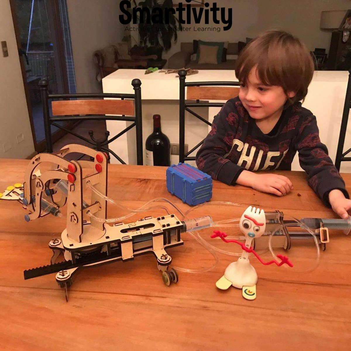 Watch gravity and momentum work together! Learn about science the fun way with Smartivity.  #Smartivity #STEM #Playwithsmartivity