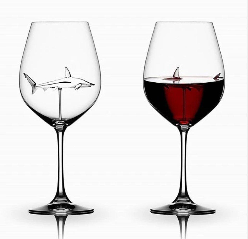 注いだ時の見た目の恐ろしさもさることながら、洗うのが何より怖そうな赤ワイングラス、、、