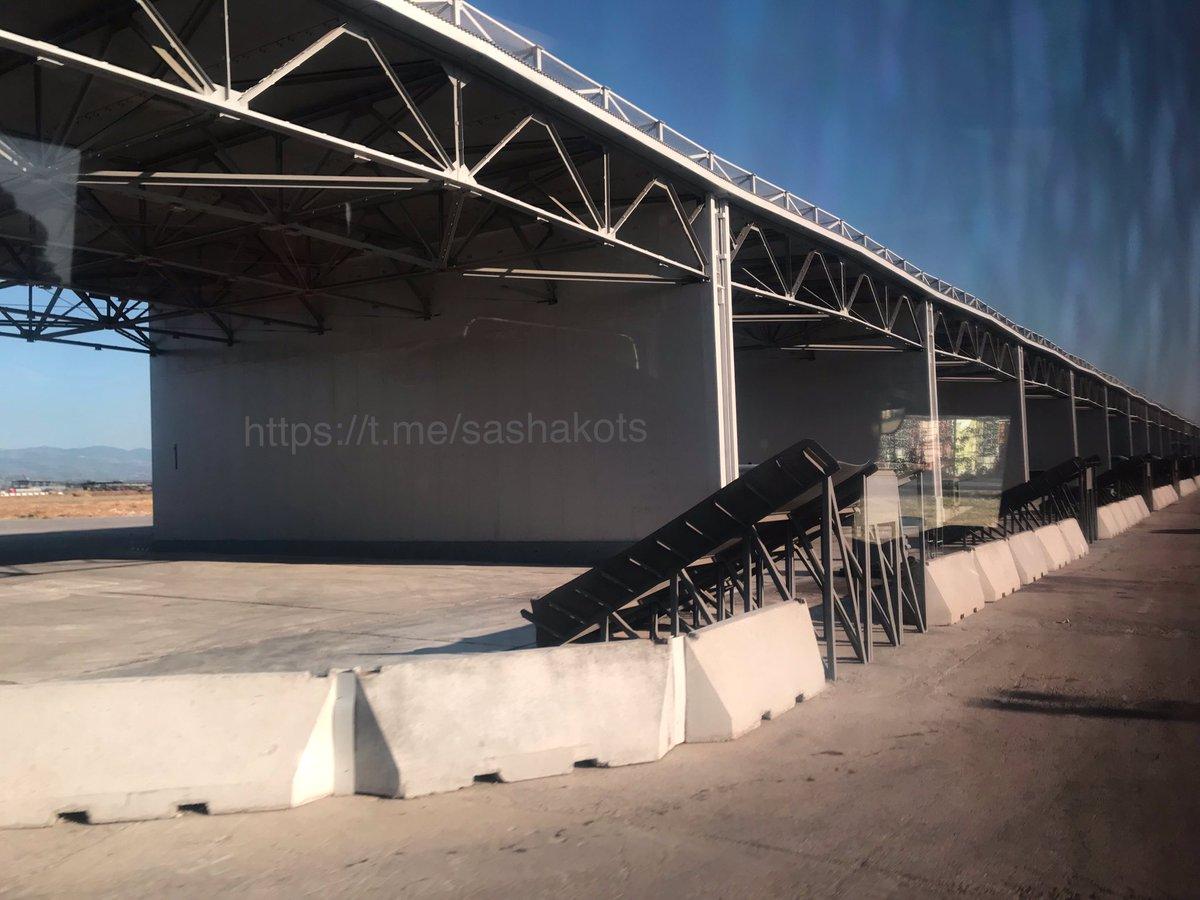 اخر عمليات البناء في قاعدة حميميم الجويه الروسيه في سوريا  EFTUYh3XoAA48Ae