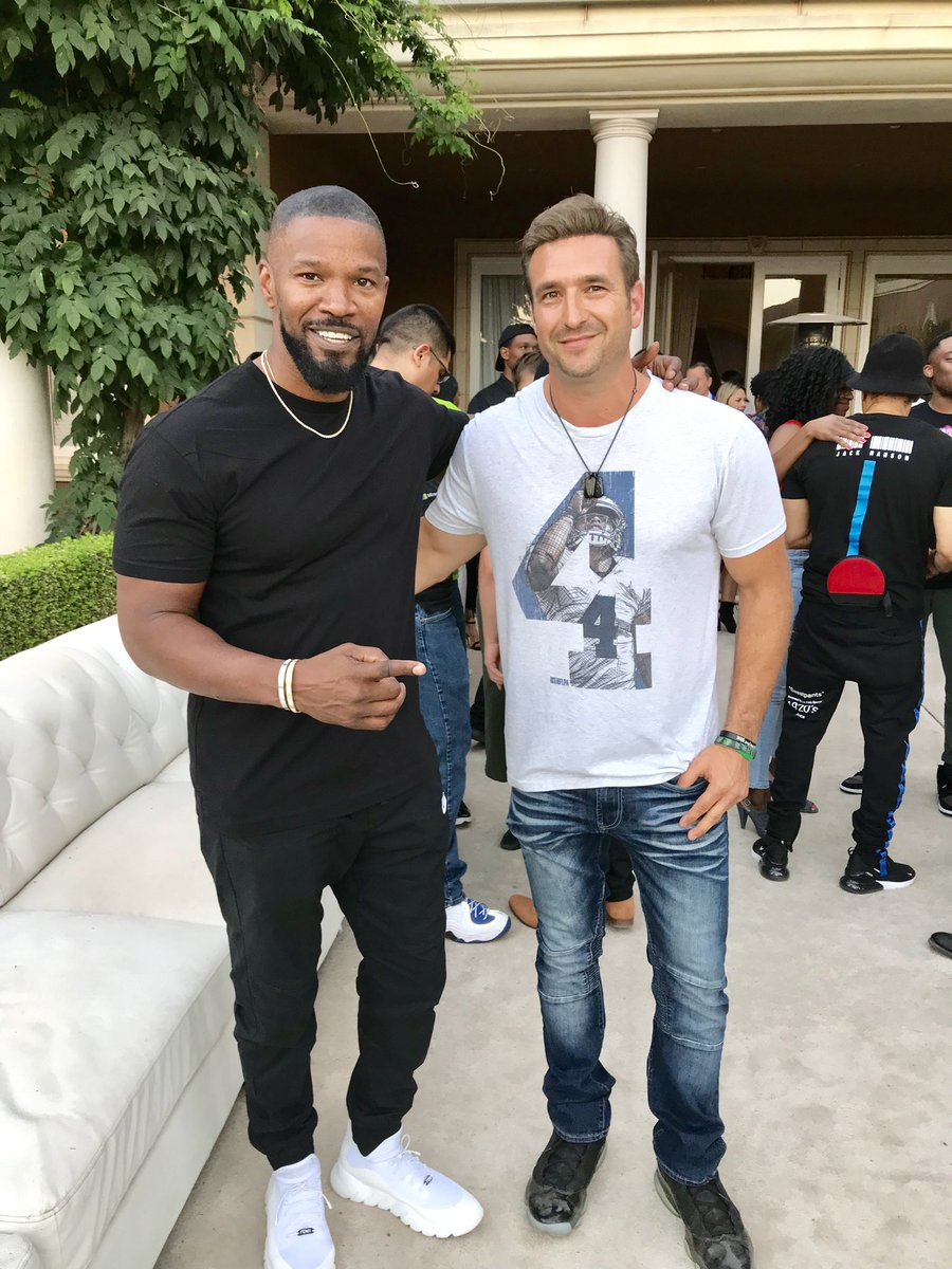 What an amazing day at the @iamJamieFoxx residence. Thanks @JulimJordan & Jamie for the awesome event and hospitality! Caught up with Todd Gurley, Andre Reed and Terrell Davis too 🏈#JamieFoxx #LosAngeles #CowboysNation