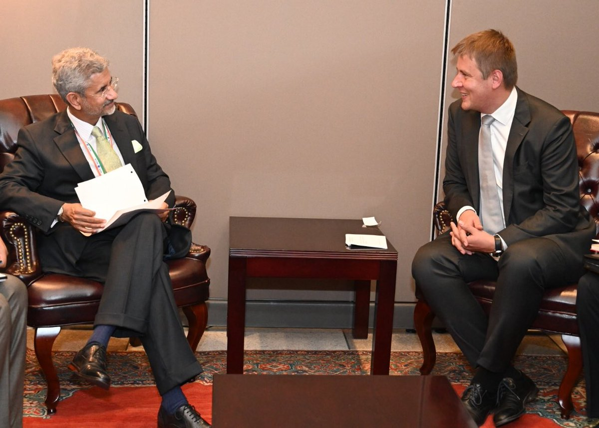 Happy to meet Czech FM @TPetricek. Discussed Indias cooperation with the Czech Republic, Visegrad Group and the European Union.