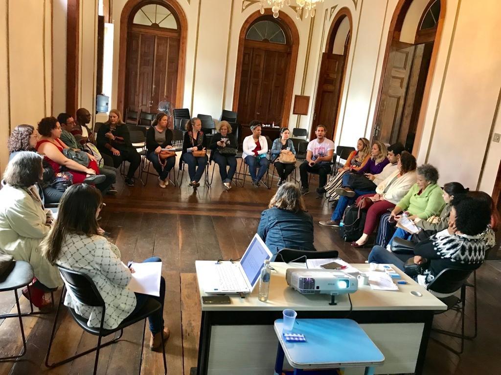 Divisão do Centro Referencial realiza reunião com bibliotecários referencistas   @BibECOCFCH @BibliotecaIF @BibliotecadoMN @bc_ccs @ufrjmacaebiblio @bc_ccmn @biblioteca_ipub   https://t.co/Hhn6oEirFA https://t.co/4ZrPebK9ky