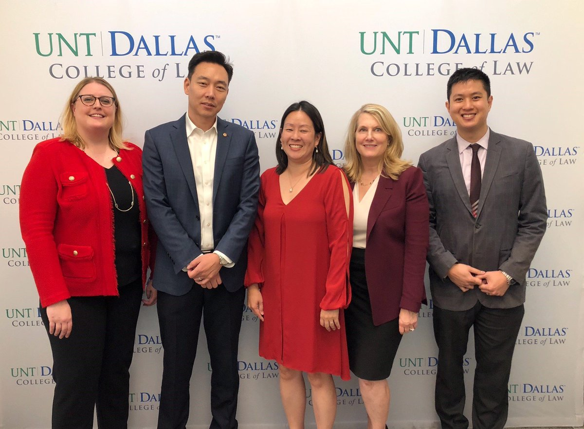 USPTO leadership from HQ and #USPTOTexas recently visited @untdallaslaw to talk to law students. To learn more about USPTO student programs visit: https://t.co/8CbzcPxM69.