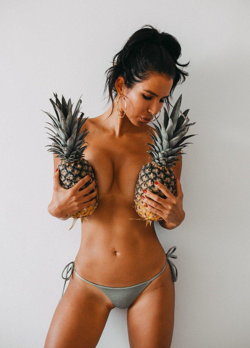 Ya voy a comer más fruta #FelizMiercoles #hot #model #beauty #fitnessgirl