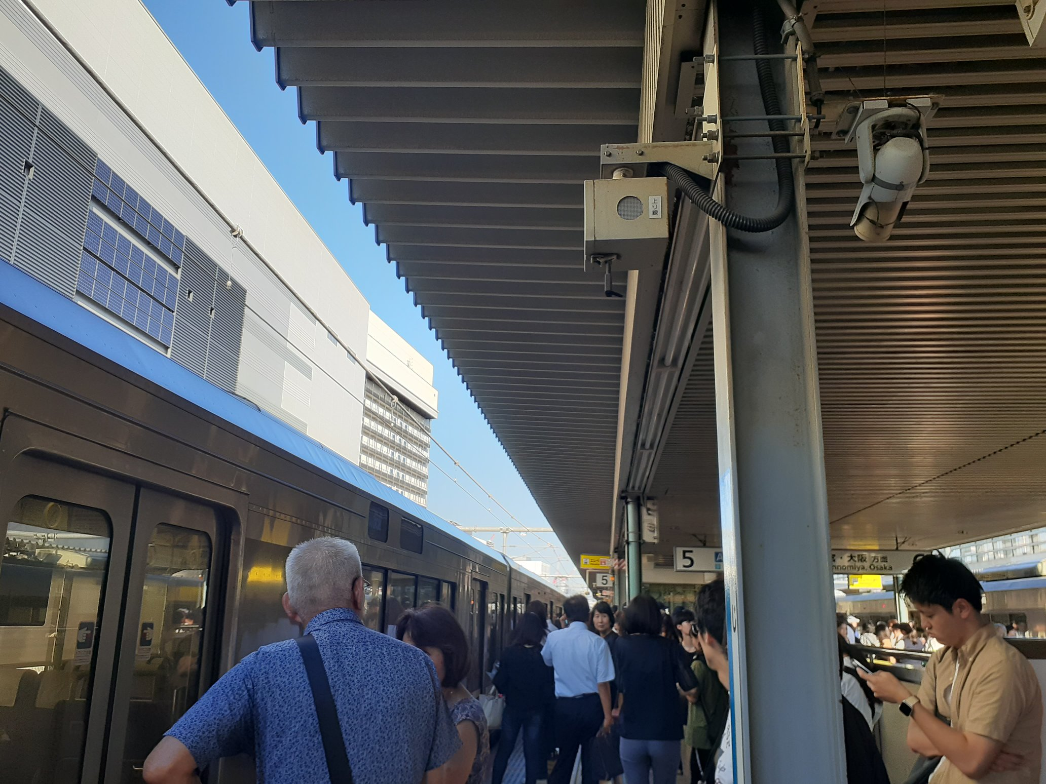 JR神戸線の魚住駅~大久保駅間の人身事故で混雑している画像
