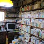 天井まで積み上げられた本の山!このまま古書店が開けそう!!