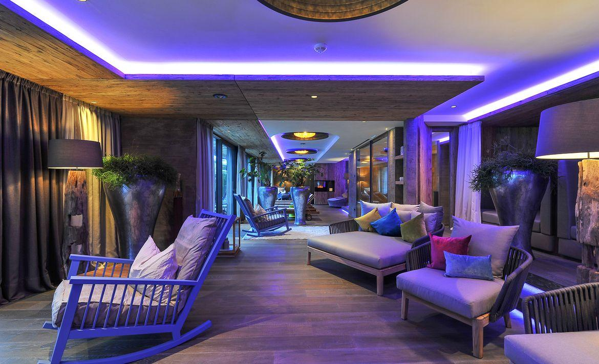 Relax and enjoy your time at Quellenhof Luxury Res...