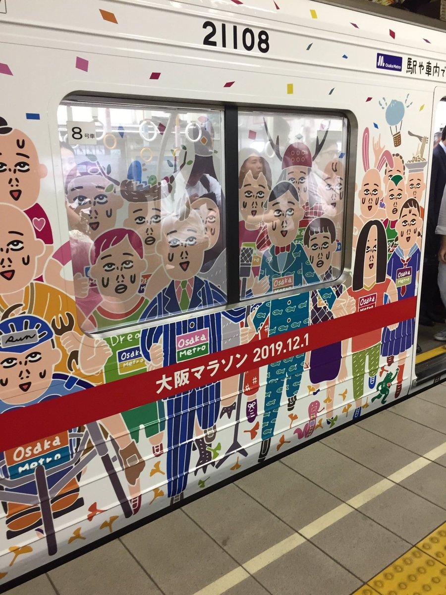 #大阪地下鉄 #御堂筋線 #大阪マラソン  奇抜やなあ 窓まで絵、描いてるわ  さすが大阪やね