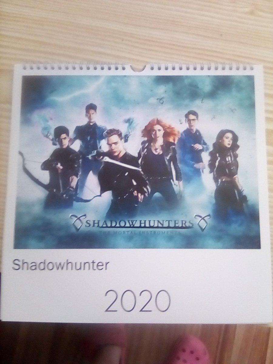 Das Jahr 2020 kann kommen  uh ist der schön ich freue mich so #Shadowhunters #LoveShadowhunters #ImmerundEwig #Clace #Katnick #Cast pic.twitter.com/rDdBLCaxRB
