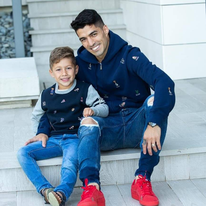 @LuisSuarez9 Happy birthday my little boy! Never lose that smile because its our HAPPINESS🎂🎉🎊🎁 WE LOVE YOU