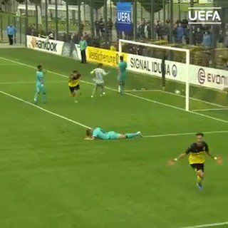 Another big Bundesliga performance for @BVB by Gio Reyna 🌟 - last season he was scoring goals in the #UYL ⚽